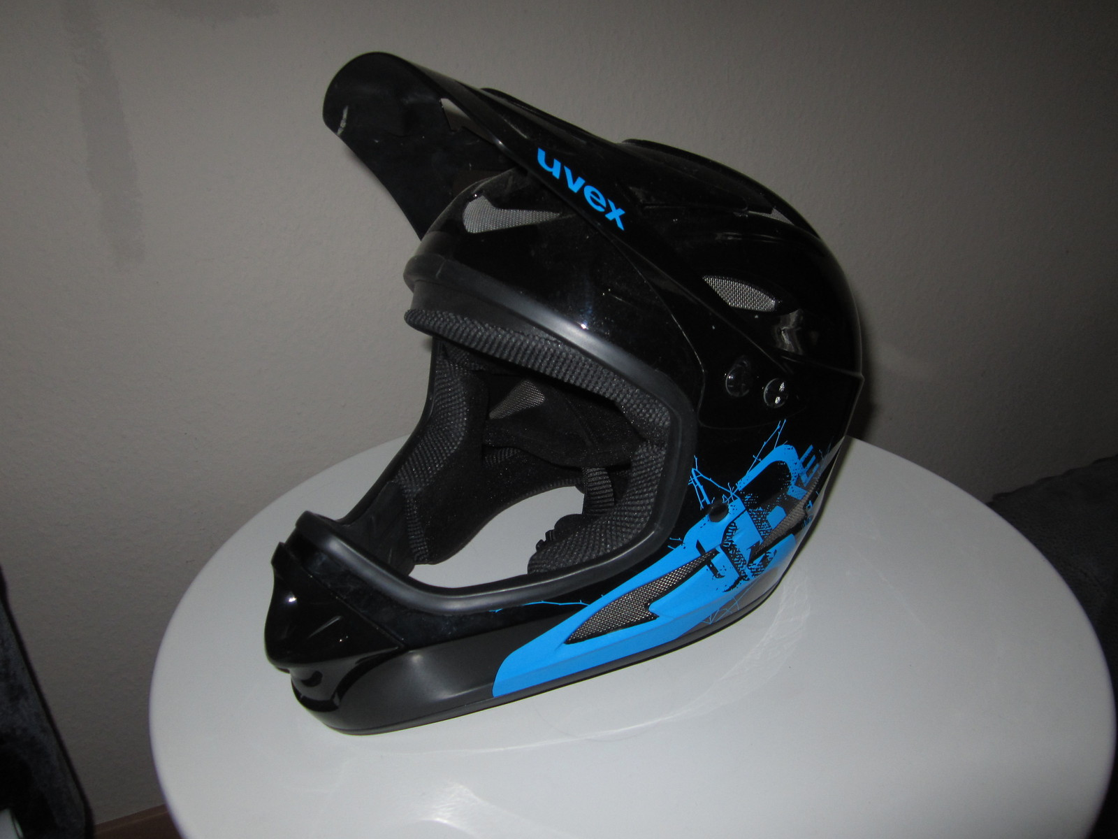 uvex hlmt 9 bike fullface dh helm bikemarkt mtb. Black Bedroom Furniture Sets. Home Design Ideas