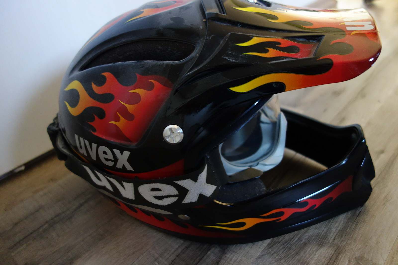 uvex downhill helm mit brille kult retro flammen. Black Bedroom Furniture Sets. Home Design Ideas