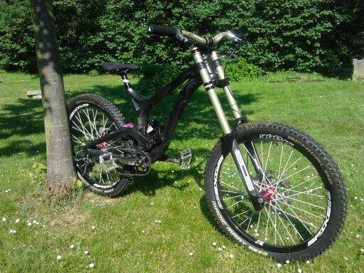 evil undead carbon downhill bike gr sse m bikemarkt mtb. Black Bedroom Furniture Sets. Home Design Ideas