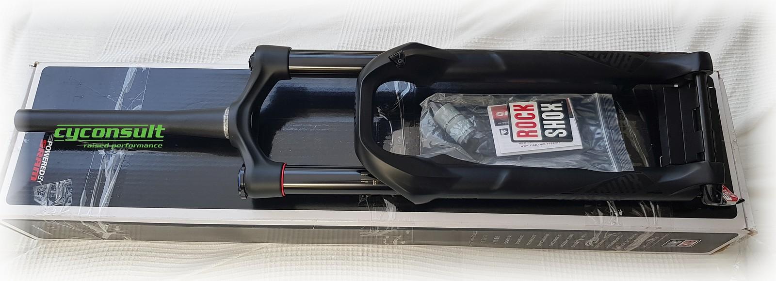 Rock Shox Yari Rc Solo Air 150mm 15x110mm 29 Und 650b 275 Shock