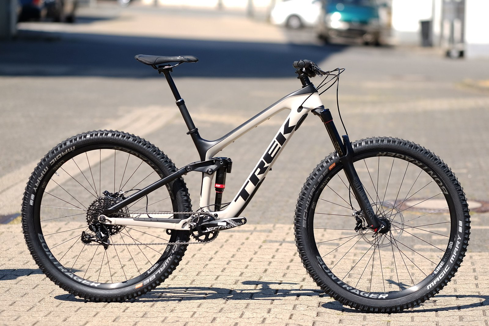 5c00bfa09fb Trek Slash 9.7 17.5 (29) Matte Carbon Black/Sandstorm | Bikemarkt ...